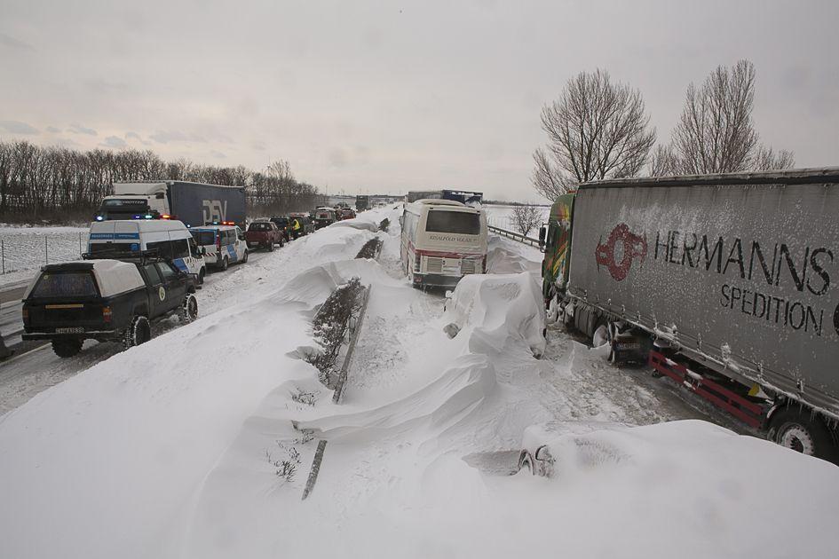 Az időjárás a kamionokat sem kímélte