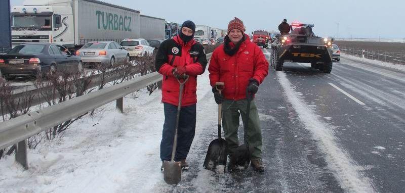 Barlangi mentőink a megtisztított útpályán